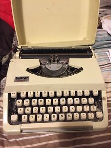 VINTAGE PORTABLE BROTHER CHARGER 11 TYPEWRITER