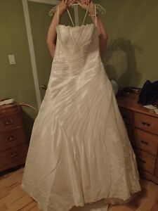 Sold - Free wedding dress - Size 10