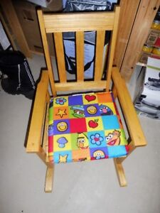 Wooden kids chair with pad