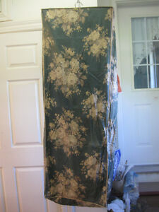 HANGING PORTABLE CANVAS-LIKE ZIPPERED GARMENT BAG