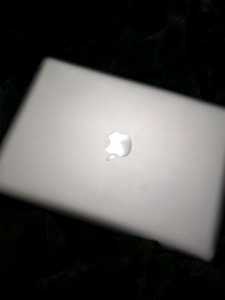 MID 2012 MACBOOK PRO FOR SALE. PERFECT CONDITION
