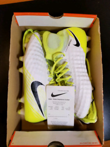 Nike Magista Obra 2 size 9 brand new with receipt and bag