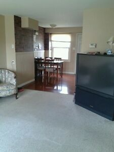 Townhouse (2bed+1bath+1den)