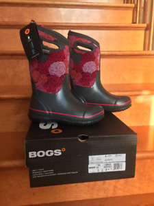 NWT and in box Girls Winter Bogs - Size 3 - Never worn