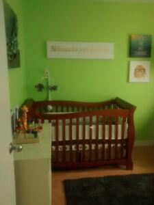 Crib/ toddler day bed
