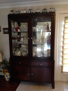 Table with a center leaf, 6 chairs, buffet and hutch