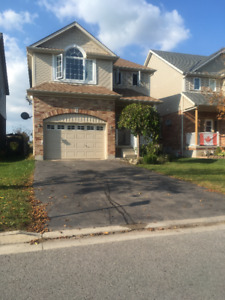 BEAUTIFUL LARGE FAMILY HOME IN THE HEART OF ALLISTON AVAIL NOW!