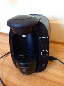 Tassimo Coffee/Tea Maker with Double-Walled Glass Tea Cups