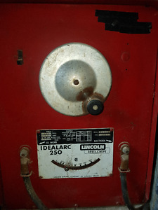IDEAL ARC LINCOLN AC WELDER