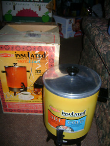 INSULATED PARTY COFFEE MAKER  32 CUP CAPACITY