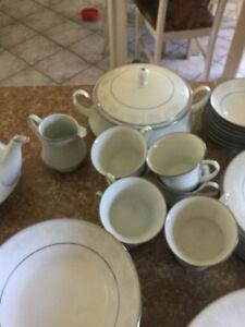 Set de Vaisselle NORITAKE - BAISSE de PRIX