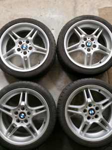 """BMW mags/wheels 18"""" staggered OEM avec pneus"""