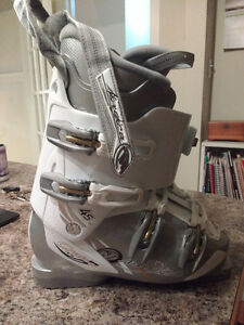 Nordica downhill ski boots (25.5), fits woman size 7-7.5