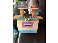 Playskool cool crew kitchen, no accessories free to collector
