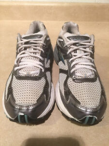 Women's Brooks Glycerin GTS GO 2 Series Running Shoes Size 11 London Ontario image 4
