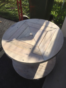 """30"""" spool and pallet end table"""
