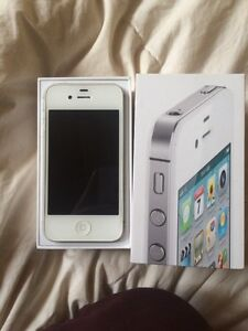 Apple iPhone 4S 16gb MINT IN BOX (only missing headphones)