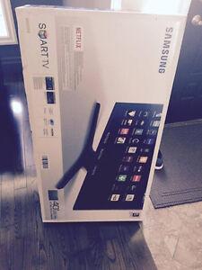 SMART TV SAMSUNG 40 INCH BRAND NEW IN THE BOX Sarnia Sarnia Area image 1