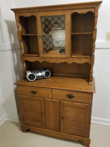 Colonial Buffet / Hutch