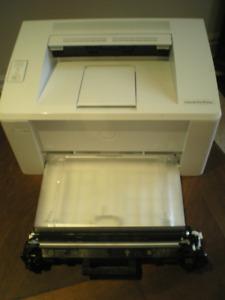 Imprimante laser sans fils noir et blanc HP Laserjet Pro M102W