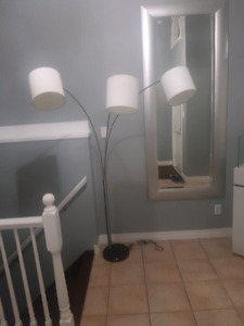 Floor lamp 3 heads like new condition