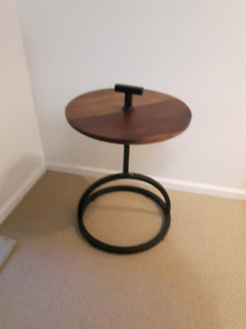 Industrial Round Side Table in Wood and Metal (Accent Table)