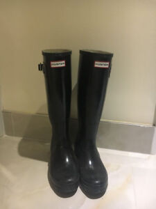 Hunter tall rain boot sz 7 gloss black w/ fleece boot socks!