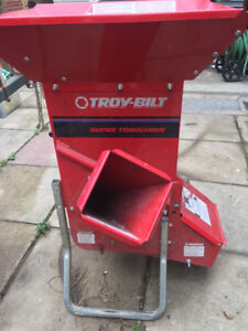 Troy Bilt Super Tomahawk 2 in 1 Chipper/Shredder 8HP