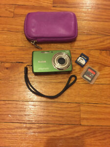 Kodak Easyshare (Point and Shoot camera + accessories)