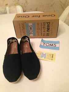 TOMS Size 6 - Brand new in box