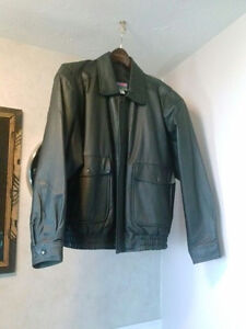 BRAND NEW SIZE L MENS LEATHER JACKET