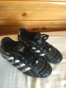 Spalding soccer cleats size 2.5 youth