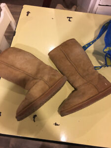 CHAUSSURE STYLE UGG FEMME MOON BOOTS