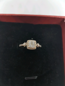 18ct gold diamond ring Belmont Belmont Area Preview