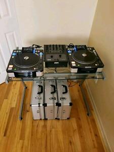 2 platines dj avec une table de mixage