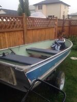 12 foot aluminum boat with 4.5 hp rvinrude and fish finder
