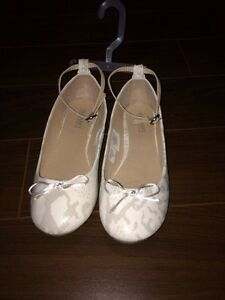 Brand new size 4 dress shoe from Old Navy