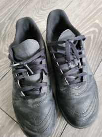 Astro turf trainers size 5