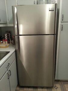 Réfrigérateur et four de marque frigidaire - Négociable
