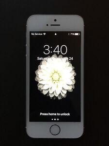 Impeccable Apple I Phone 5s avec chargeur 16 G