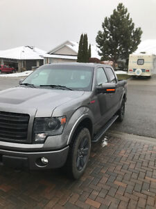 2014 Ford F-150 FX4 5.0L - With Winter Tires!
