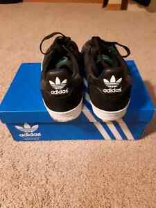 Barely worn shoes with boxes Adidas Vans Converse New Balance DC