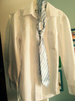 2 shirts and 1 tie, 2 chemises et 1 cravate, size 10 boy/garçon