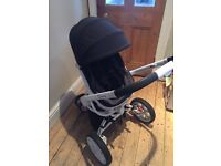 Quinny moodd black irony and neutral carrycot