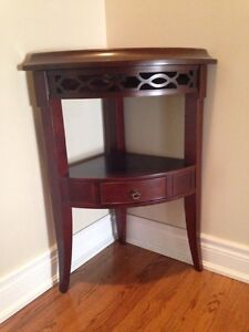 Bombay Company Corner Accent Table