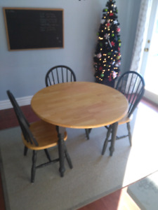 Drop leaf round table and 3 chairs