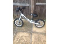 Balancing bike for kids boy or girl very good condition