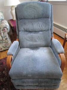 LA-Z-BOY Chair - Make a reasonable offer!