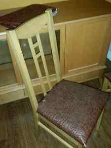 Table chairs and a hutch Kitchener / Waterloo Kitchener Area image 2