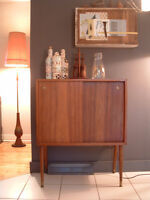Petit cabinet/bar/buffet vintage en teck